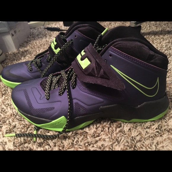 big sale 42b28 e1644 Nike Lebron Zoom Soldier VII Basketball. M 5b0a23fa72ea881eda4bb420